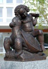 Taschner-Skulptur Schildkröte mit Kind